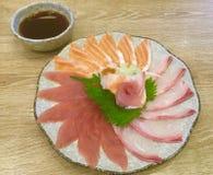 Plaisir de sashimi Découpé en tranches légèrement Fleur formée Photographie stock