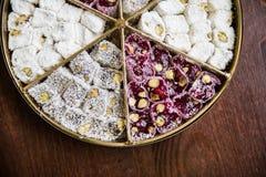 Plaisirs turcs sur une table en bois Image stock