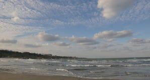 """从Plaja看见的黑海""""现代"""" ('现代""""海滩)在康斯坦察,罗马尼亚 免版税图库摄影"""