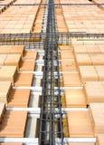 Plak in laterocemento met stralen van de bodems van de elektro-metaaltoren Royalty-vrije Stock Foto