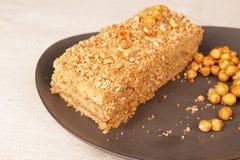Plak van de roomcake van de karamelnoot Stock Foto's