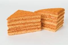 Plak van gelaagde honingscake Stock Afbeeldingen