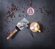 Plak van heerlijke cake en koffie Hoogste mening stock fotografie