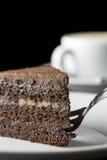 Plak van heerlijke verse chocoladecake Stock Foto's