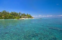 Plak van paradijs bij geïsoleerdo Maledivisch Eiland Stock Fotografie