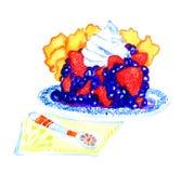 Plak van smakelijke cake met aardbeien, room en bessen Royalty-vrije Stock Foto's
