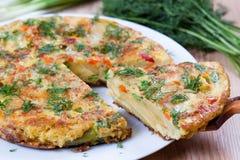 Plak van Spaanse aardappeltortilla Stock Foto's