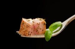 Plak van varkensvleesfilet op een vork Royalty-vrije Stock Foto's