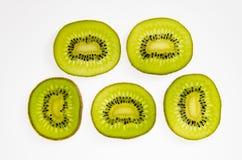 Plak van vers kiwifruit op wit Royalty-vrije Stock Fotografie