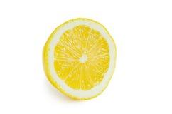 Plak van verse citroen die op witte achtergrond wordt geïsoleerdu Stock Foto
