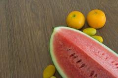 Plak van watermeloen, close-up, diepte van gebied Stock Foto's
