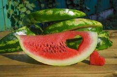 Plak van watermeloen en een hart Stock Foto's