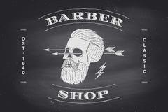 Plakat fryzjera męskiego sklepu etykietka na czarnym chalkboard Zdjęcie Stock