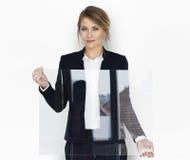 Plakat-Kopien-Raum Geschäftsfrau-Smiling Happiness Holding-freien Raumes stockbilder