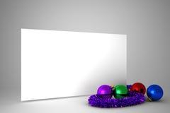 Plakat mit bunten Weihnachtsdekorationen Stockfotos