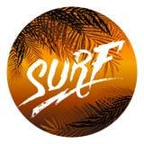 Plakat mit Kokosnusspalme verzweigt sich und Aufschriftbrandung in einem orange Kreisrahmen Vier Schneeflocken auf weißem Hinterg Lizenzfreie Stockfotografie