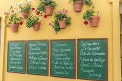 Plakat pisać z menu typowymi restauracjami łupek, wystrój Obrazy Royalty Free
