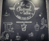 Plakatkaffee mit Hand gezeichneter Beschriftung lizenzfreies stockfoto