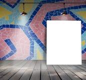 Plakatowa pozycja na mozaiki płytce z Podsufitową lampą Obraz Stock