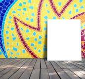 Plakatowa pozycja na mozaiki płytce Obrazy Royalty Free