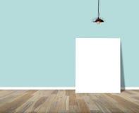 Plakatowa pozycja w pokoju z podsufitową lampą Zdjęcia Stock