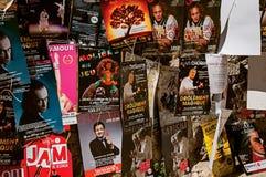 Plakaty teatralnie kawałki w Avignon festiwalu Fotografia Royalty Free