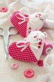 Plakboek voor Valentijnskaartendag die wordt geplaatst Selectieve nadruk Royalty-vrije Stock Foto's