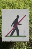 Plakette, eine Zeichenwarnung des Verbots auf dem Gehen auf Rasen Lizenzfreies Stockbild