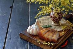 Plakken van bacon op een houten raad Royalty-vrije Stock Foto's