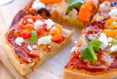 Plakken van de oven de verse Pizza royalty-vrije stock fotografie