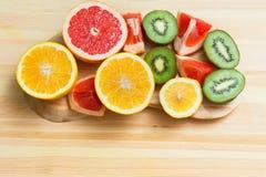 Plakken van grapefruit, citroen, kiwi, sinaasappel Royalty-vrije Stock Afbeeldingen