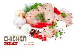 Plakken van kippenvlees op witte achtergrond Stock Afbeeldingen