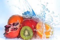 Plakken van kiwi, sinaasappel, granaatappel en citroen Royalty-vrije Stock Afbeelding