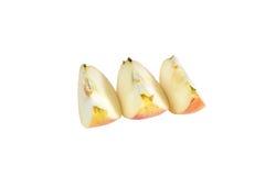 Plakken van rijpe, sappige appelen op een witte achtergrond Vitaminedieet voor gewichtsverlies Stock Foto's