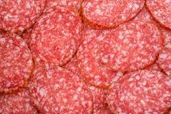 Plakken van salami, macromening Stock Afbeelding