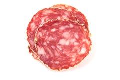 Plakken van salamiworst op een witte achtergrond Royalty-vrije Stock Afbeelding