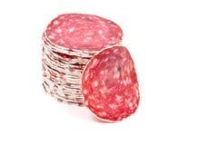 Plakken van salamiworst op een witte achtergrond Royalty-vrije Stock Fotografie