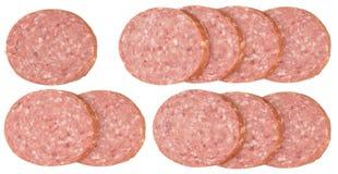 Plakken van salamiworsten op een witte achtergrond worden geïsoleerd die Royalty-vrije Stock Afbeelding