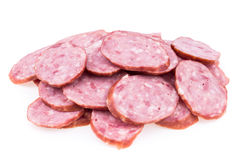 Plakken van salamiworsten op een witte achtergrond worden geïsoleerd die Stock Foto's