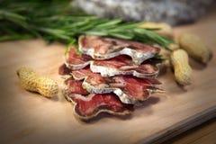 Plakken van vlees met pinda's Stock Afbeelding