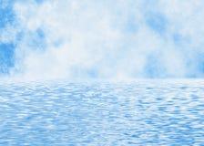 Plama chmurnieje linię horyzontu w wodni foregrounds Obraz Stock