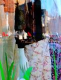 Plama Sklepowy okno, kolory i odbicia, obrazy stock