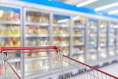 Plama supermarketa chłodziarek chłodni nawa obraz stock