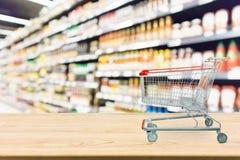 Plama supermarketa kumberlandu podprawy półki z wózek na zakupy Obrazy Stock