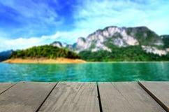 Plama wizerunek tarasowy drewno i piękny seascape Fotografia Royalty Free
