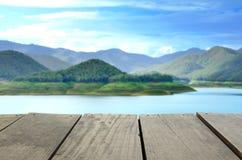 Plama wizerunek tarasowy drewno, scenerii niebo i widok i Obrazy Stock