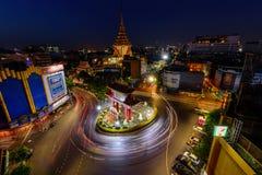 Plamy światło samochodowy chodzenie przy Odean okręgu punktem zwrotnym w Tajlandia Zdjęcie Royalty Free