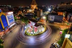 Plamy światło samochodowy chodzenie przy Odean okręgu punktem zwrotnym w Tajlandia Zdjęcia Stock