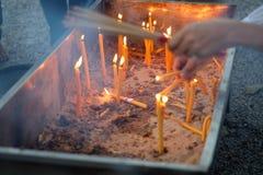 Plamy palenia świeczka i kadzidło zdjęcie royalty free