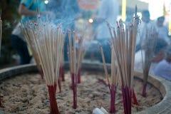 Plamy palenia świeczka i kadzidło obraz stock